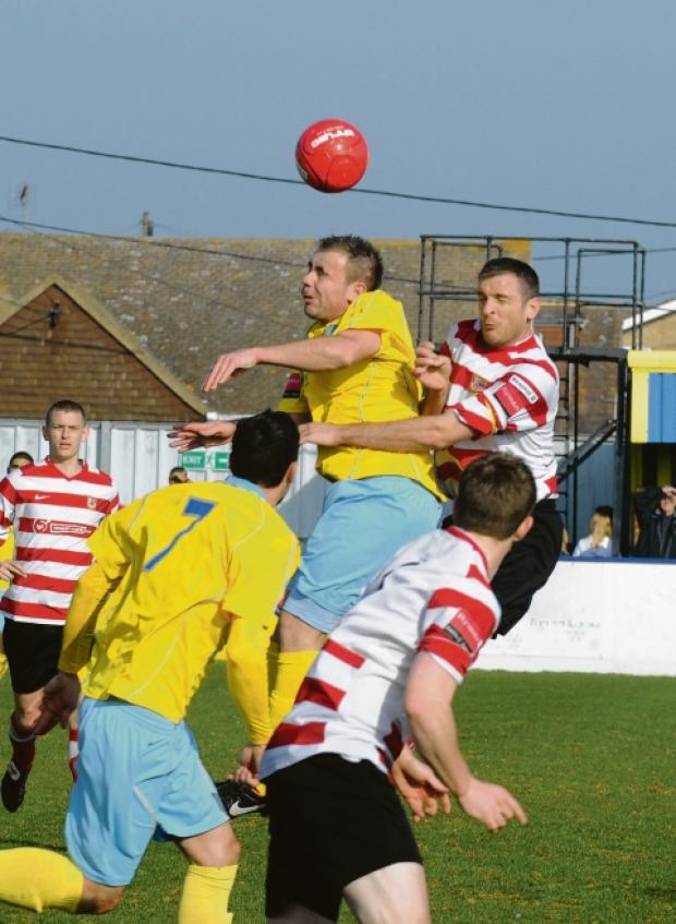 Former Canvey man Jason Hallett has completed his move to island rivals Concord.