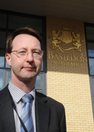Mayor of Basildon calls for sponsor and chairman of governors at Academies to step down